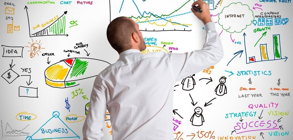 мужчина, доска, информация, пишет, via shutterstock