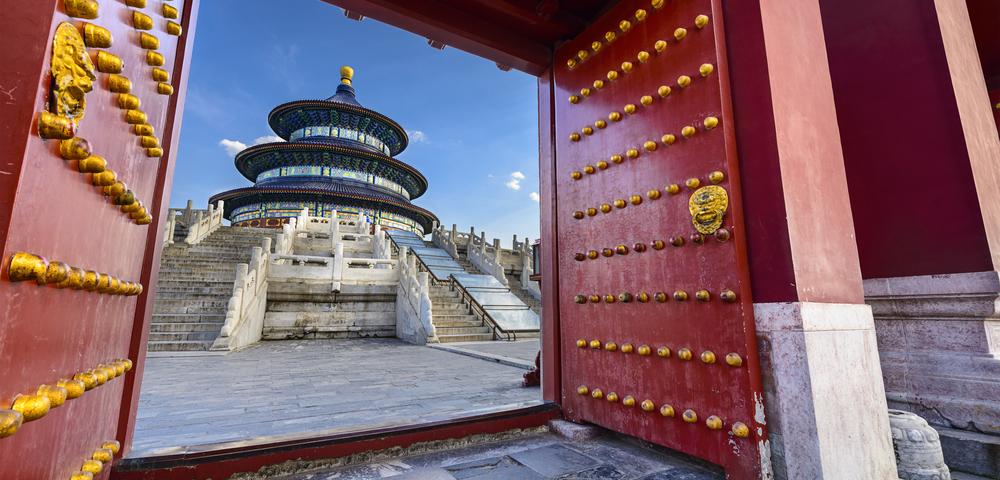 ворота храма, via shutterstock