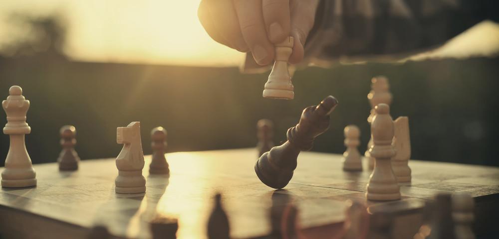 партия в шахматы, via shutterstock.