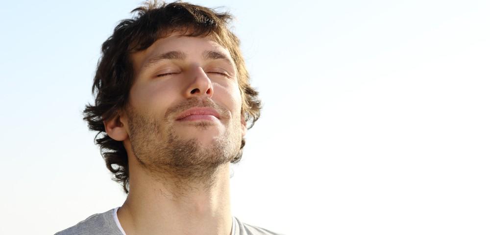 парень спокойно дышет, via shutterstock,