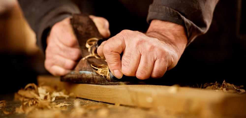 обработка древесины, via shutterstock