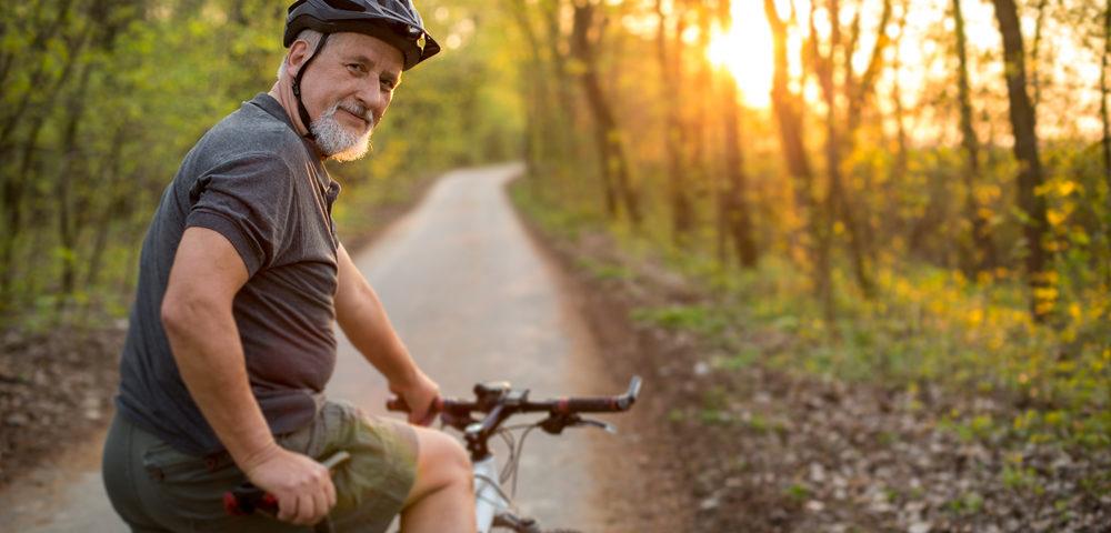 мужчина на велосипеде, via shutterstock