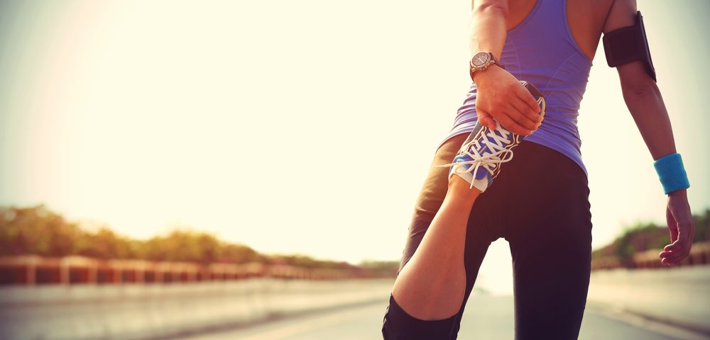 девушка на пробежке, via shutterstock
