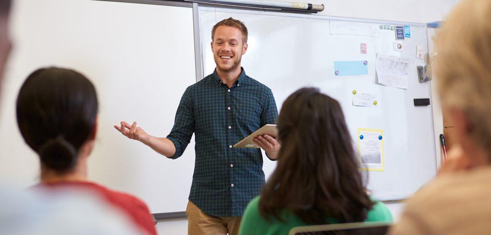 учитель возле доски, via shutterstock