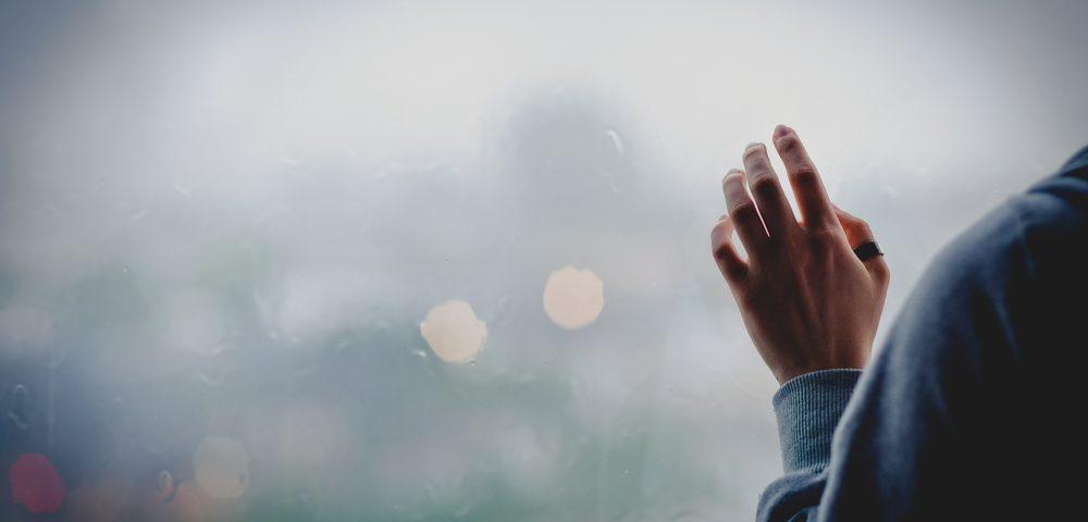 девушка возле окна туман, via shutterstock