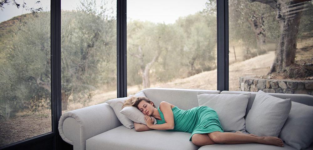 Привычка вздремнуть в обед – признак здоровья, а вовсе не лени